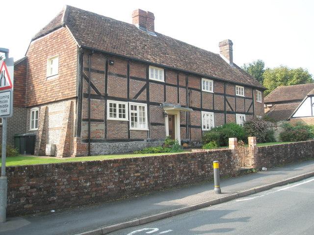 Splendid cottages in Bank Street