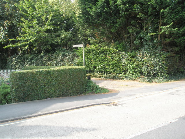Public footpath at the western end of Hoe Road