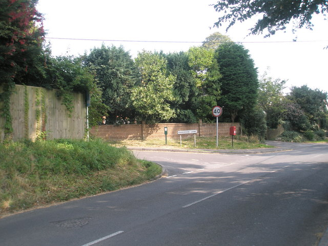Approaching the junction of Hoe Road and Rareridge Lane
