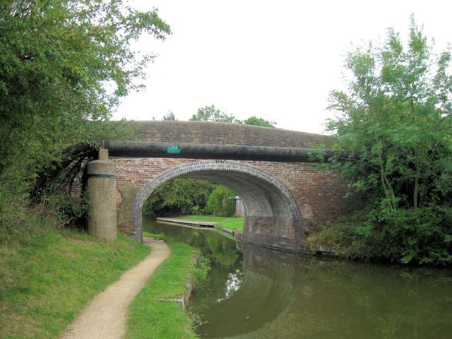 Grand Union Canal: New Ground Bridge No 136