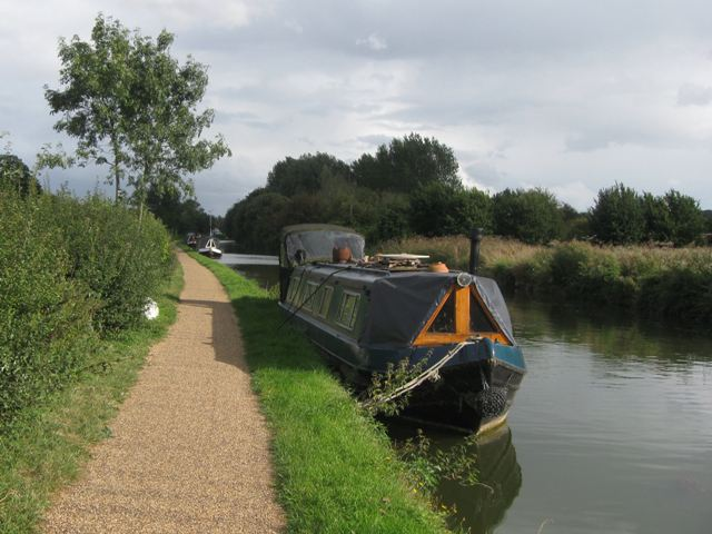 Grand Union Canal: South of the Cow Roast