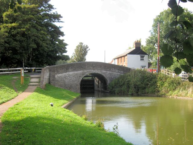 Grand Union Canal: Dudswell Bridge No 138