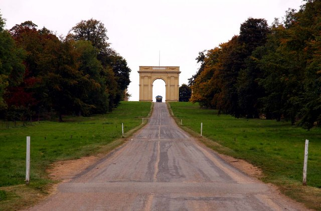Looking up Stowe Avenue towards the Corinthian Arch