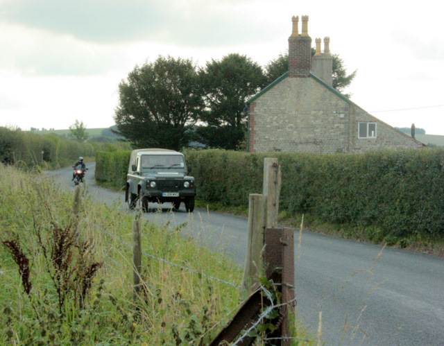 2009 : B3095 with traffic passing Laurel Cottage