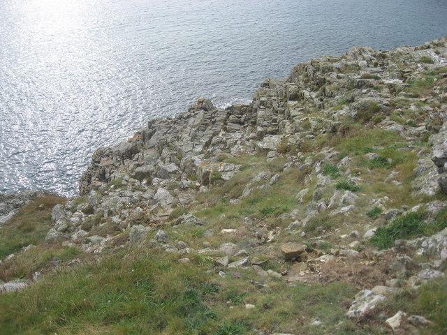 Rock outcrops on Trwyn Cynddeiriog