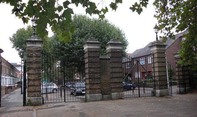 Gomm Gates (4 of 6) to Southwark Park, Rotherhithe, London, SE16