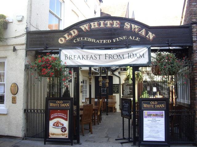Old White Swan Inn