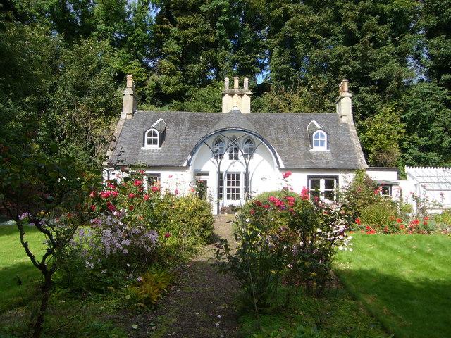 Idyllic cottage and garden, Charlestown