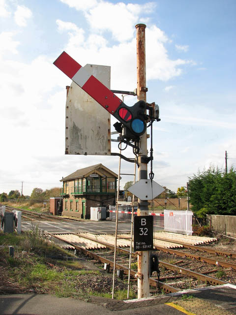 Signal by the level crossing on the A1065