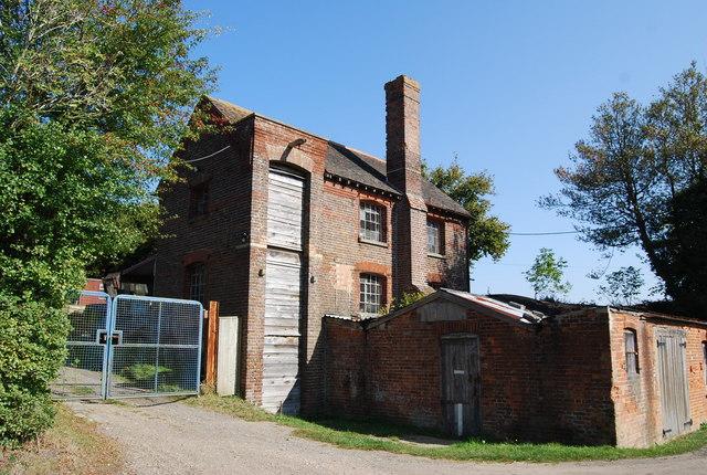 Derelict building, Smockham Farm