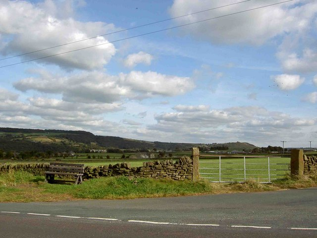 Bench and gate on Bradshaw Road near Honley