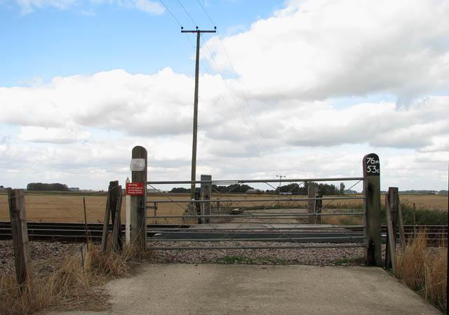 Bedfords UW crossing No 151