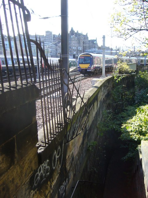 Train departing from Waverley, seen from Jacob's Ladder