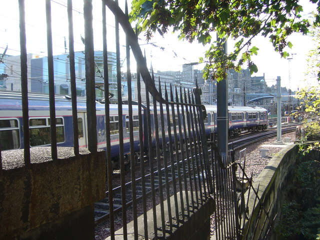 Train arriving at Waverley, seen from Jacob's Ladder