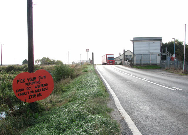 A1101 (Mildenhall Road) approaching Shippea Hill level crossing