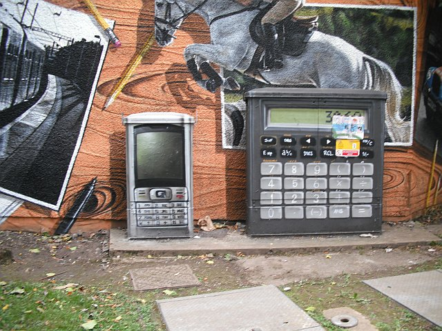 Mural, Kelvingrove Park, mobile and calculator