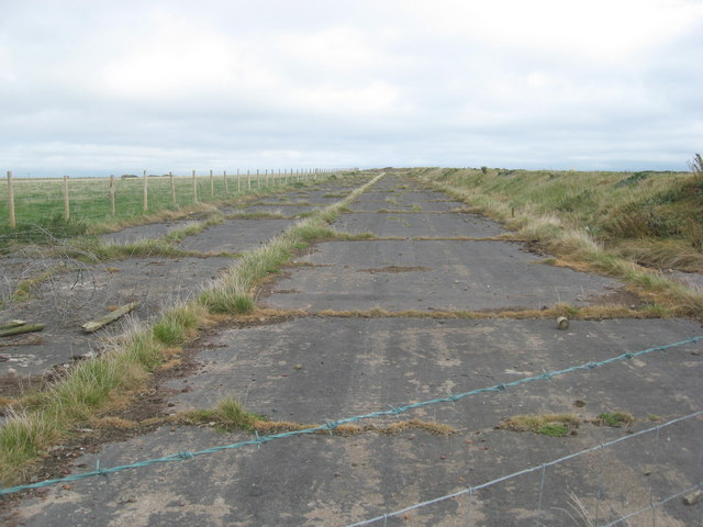 Perimeter track of Dale airfield looking SE