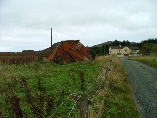 Toppled shed at Fiskavaig