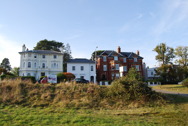Large houses on Mount Ephraim on the edge of Tunbridge Wells Common
