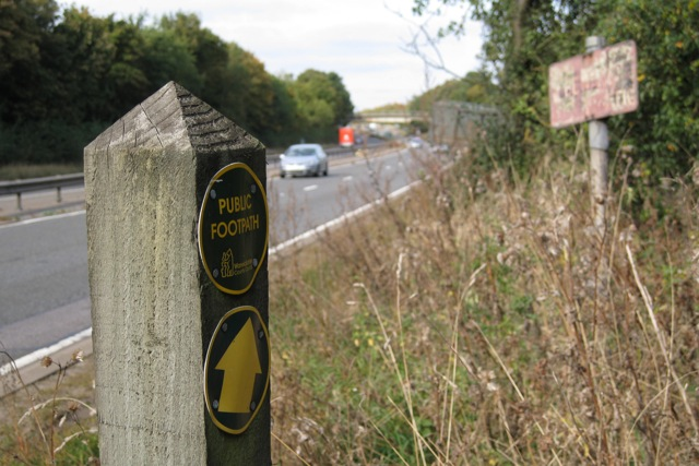Footpath about to cross the A46 west of Warwick