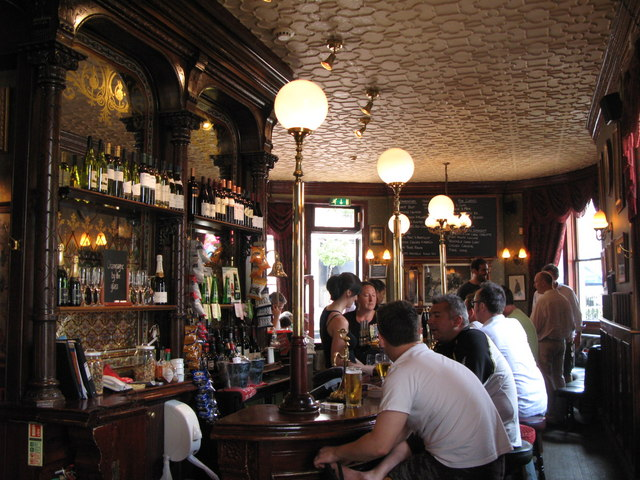 The Victoria, Strathearn Place / Sussex Place, W2 - downstairs bar