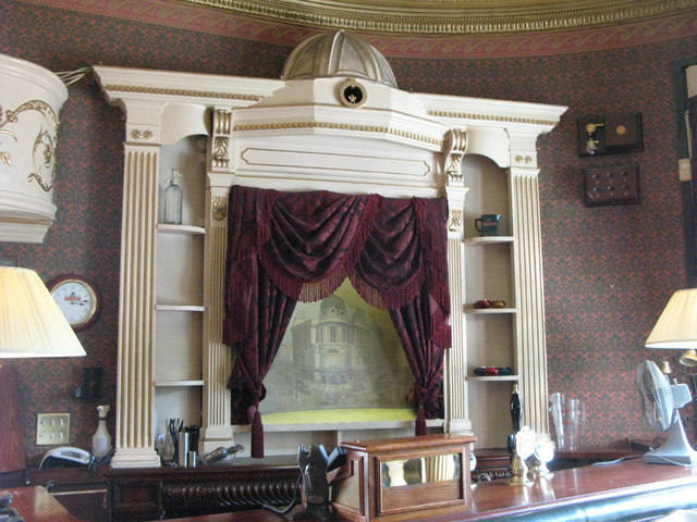 The Victoria, Strathearn Place / Sussex Place, W2 - Theatre bar (4)