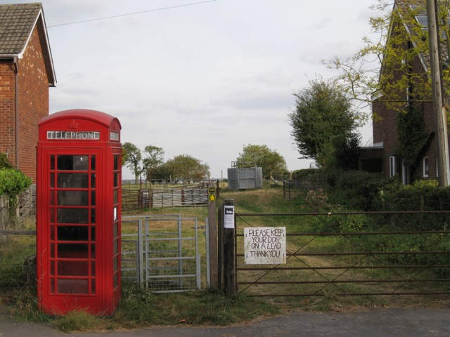 Farm access and public footpath, Woodway, Hampton on the Hill