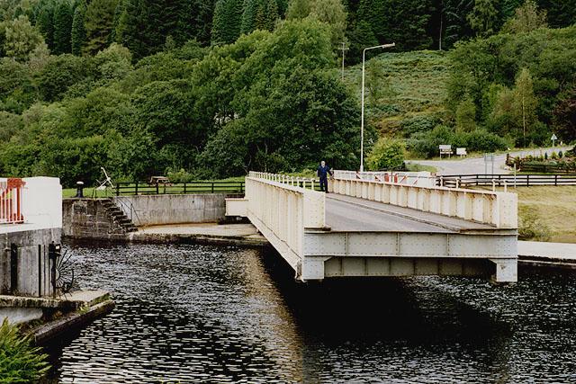 The Gairlochy swing bridge opening