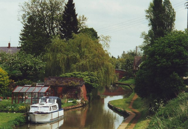 The Oxford Canal at Cropredy, Oxfordshire.