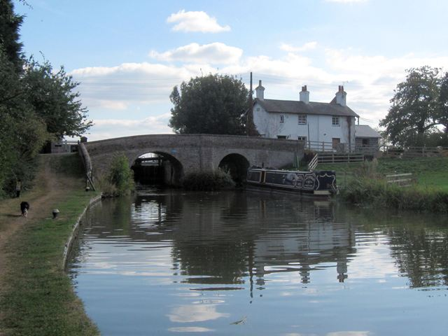 Grand Union Canal – Church Lock Bridge No 116