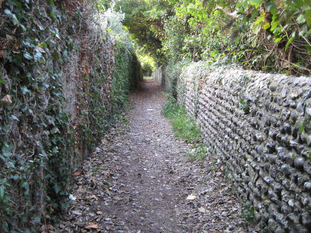 Angmering: Footpath to Rectory Lane and churchyard wall
