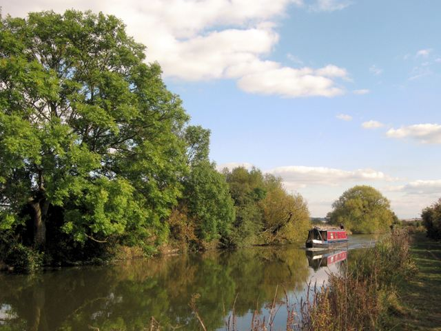 Grand Union Canal – Between Church Lock and Bridge No 118