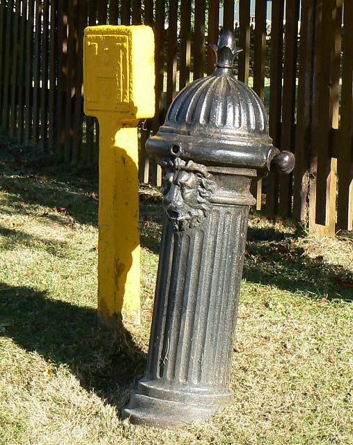 Pump and hydrant, Quaker Row, Coates