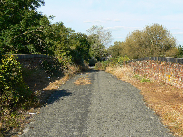 Redundant road, near South Cerney