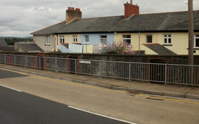 Dos Cottages, Newport