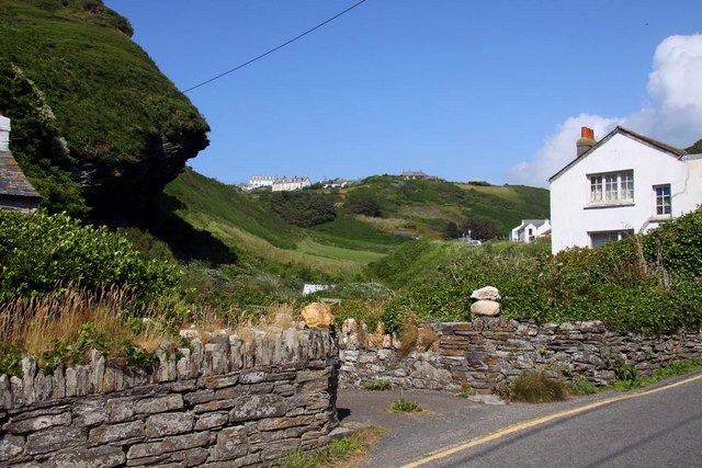 Looking along the hillside towards Treknow