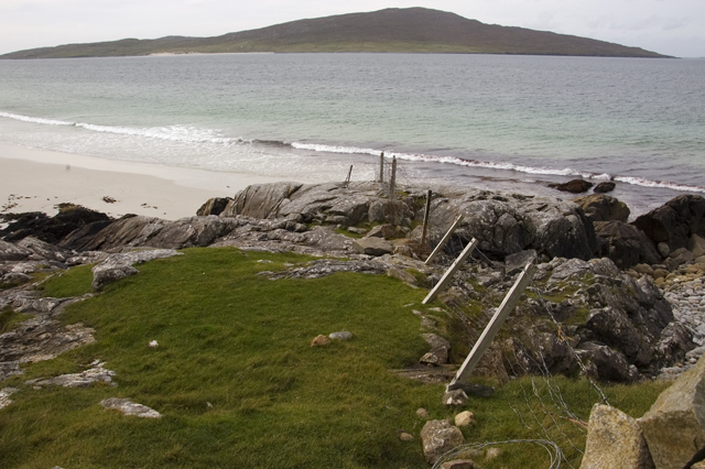 Fence above Traigh Rosamol