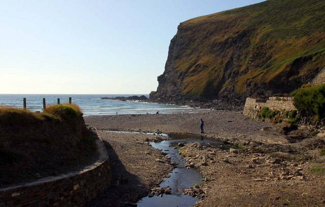 Down to Crackington Haven Beach