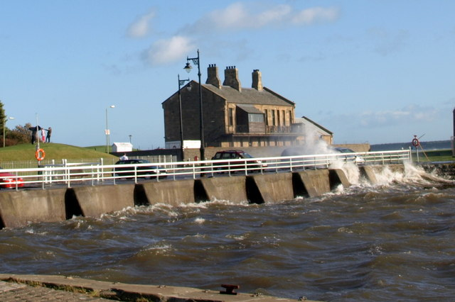 Rough sea at Broughty Ferry Harbour