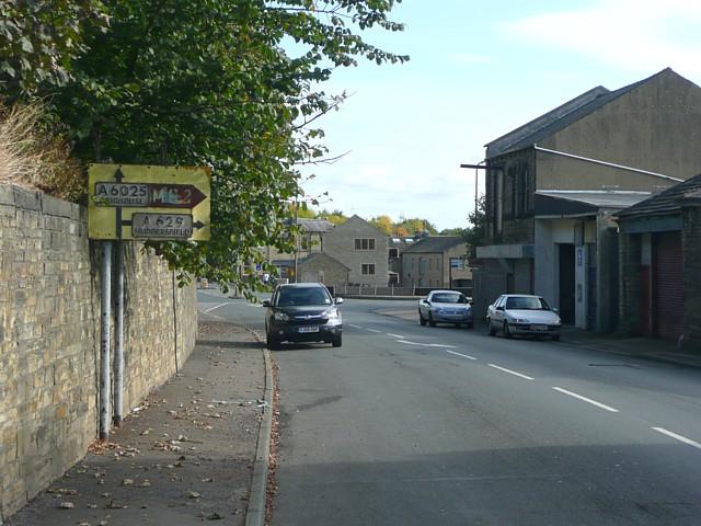 Old road sign, Halifax Road, Elland