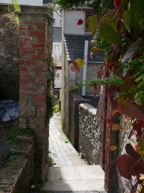 The passage leading from Drapers Close to Horne Road