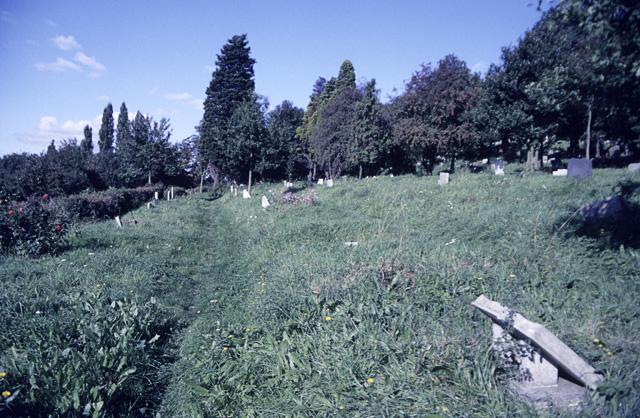 St Peter's Churchyard, Thundersley, looking north