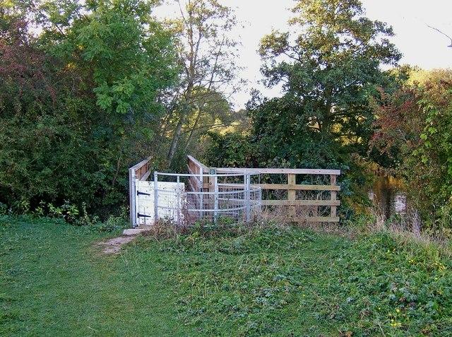 Kissing gate and footbridge near Northwick, Worcester