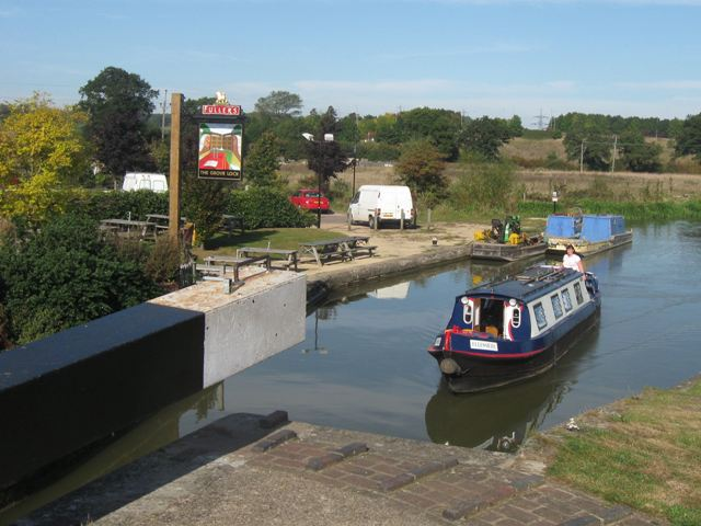Passing Lock No 28 –  Narrowboat Ellesmere (1) – Approaching the lock