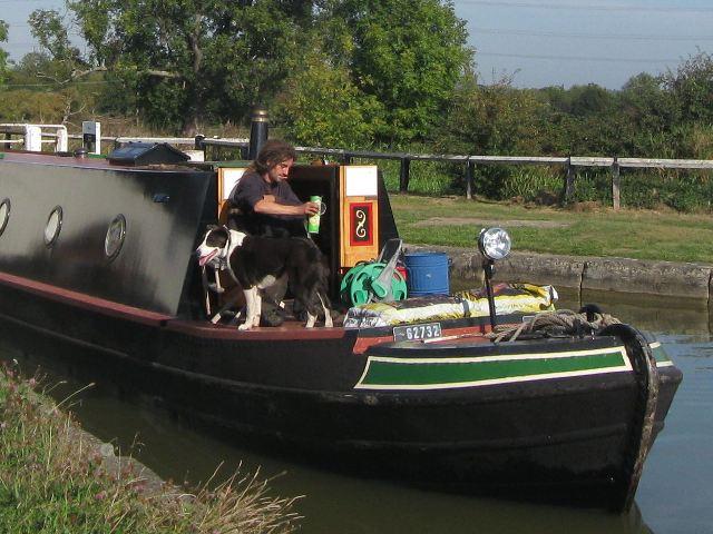 Passing Lock No 28 –  Narrowboat Lynx (4) – Dog aboard!