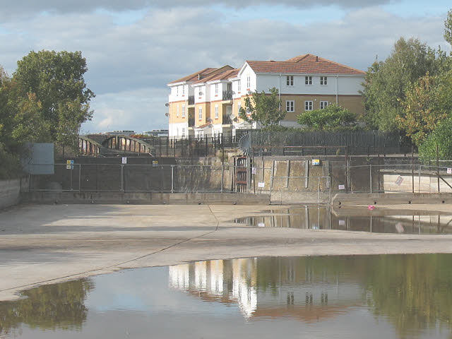 The Pilkington Canal, drained (2)