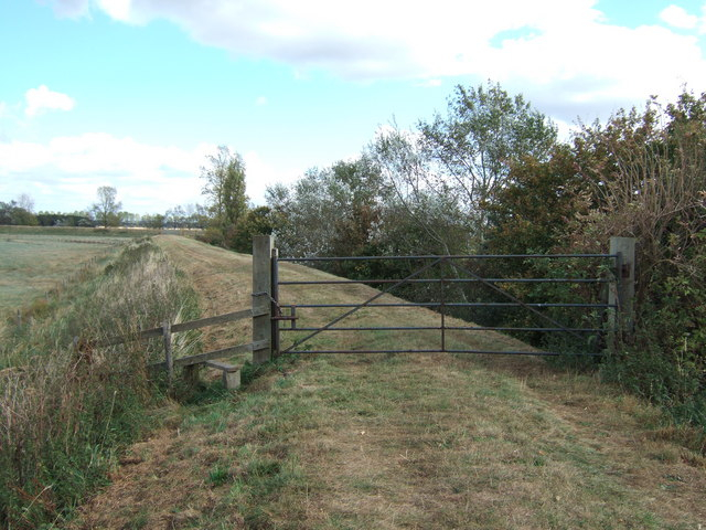 Gated path on the tidal bank