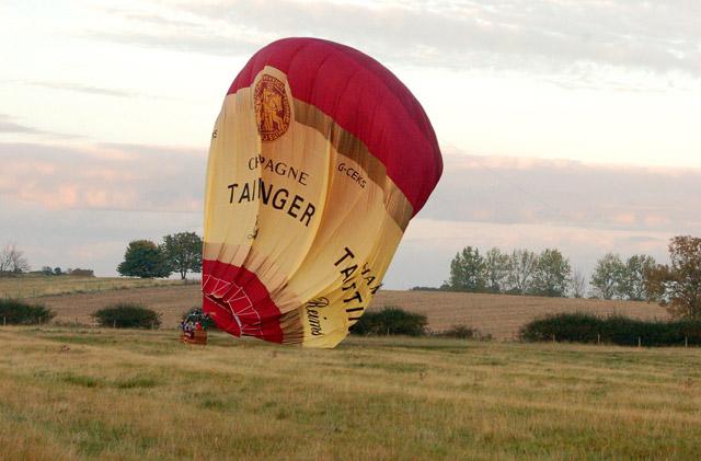 Balloon landing (2)
