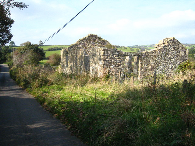 Ruined building beside the road at Common Moor
