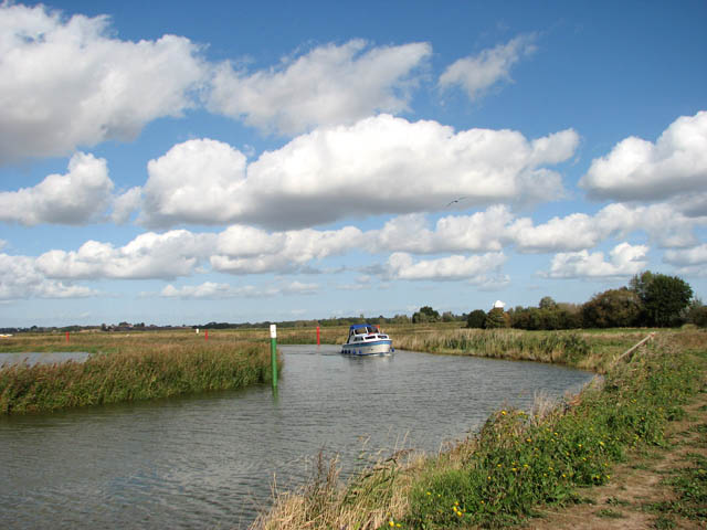Boat travelling up the River Chet